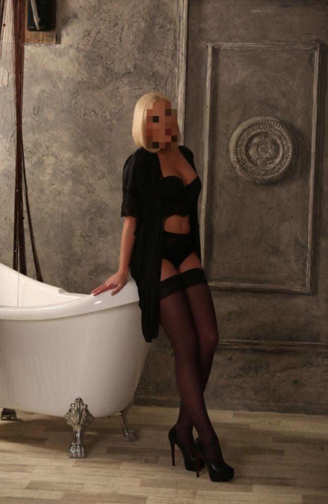 Красивая проститутка Одинцово любит мыться